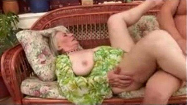 Oma houdt van diepe penetraties